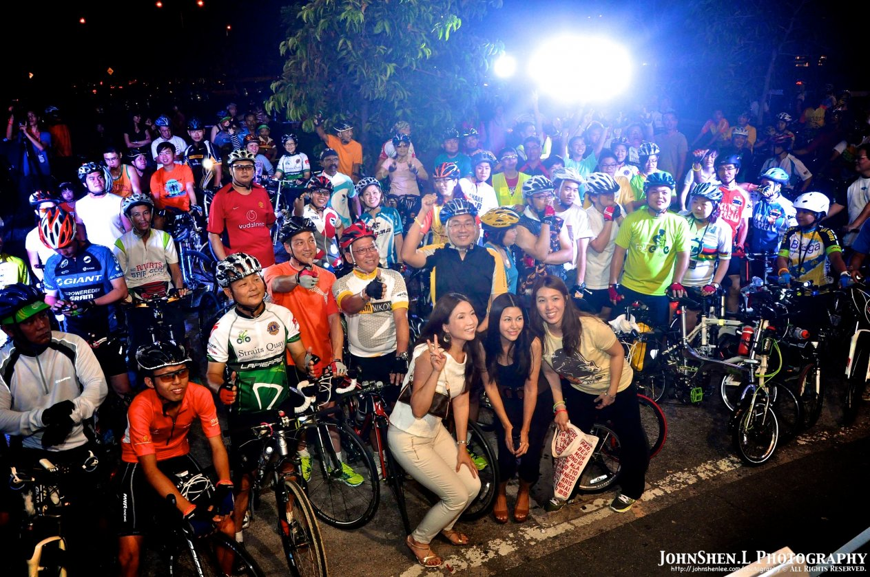 Earth Hour Ride at Queensbay Mall 2013 3